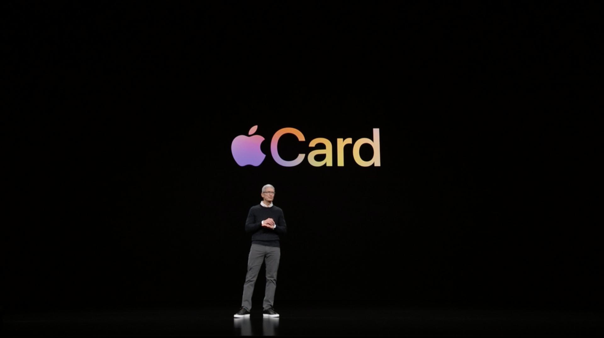 Tim Cook představuje Apple Card